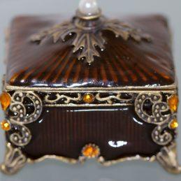 Amber_Box_4de5fdb52dfdc.jpg